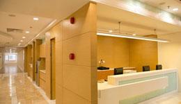 zapewniamy montaż oświetlenia LED wszpitalach iplacówkach medycznych